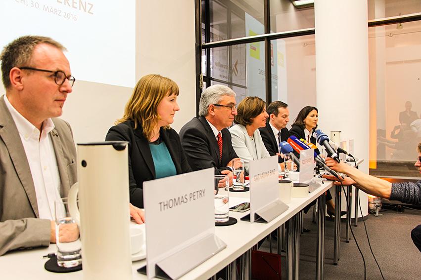 Gestartet: Verhandlungen mit FDP und Grünen
